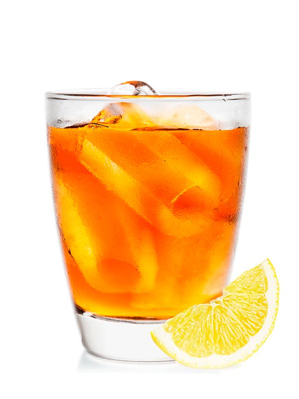 Алкогольный коктейль с чаем, виски и ликером
